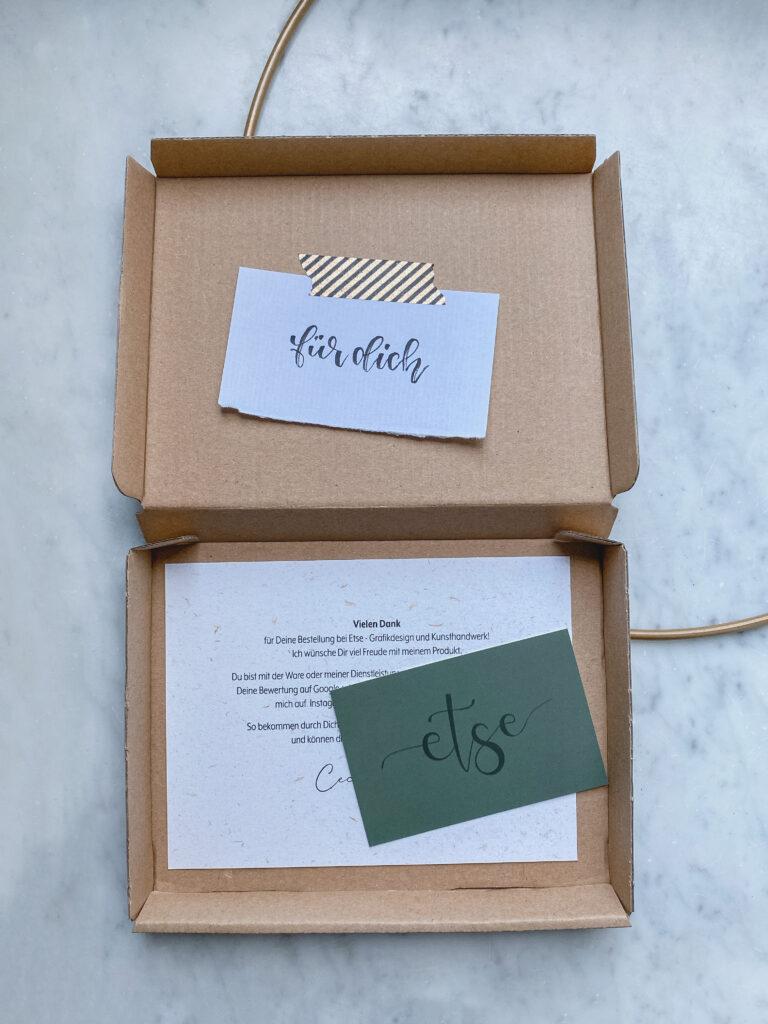 Paket geöffnet, Visitenkarte, Danksagung